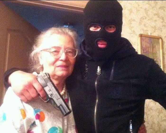 oh no, there's burglar, better take pic then post in net