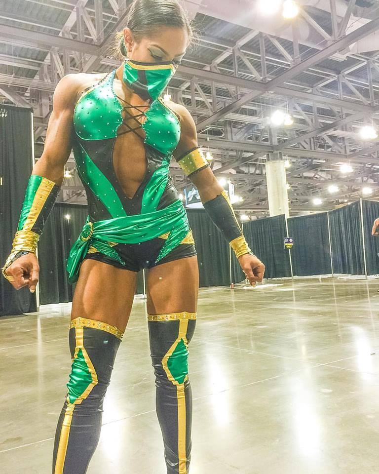 Cosplay Of Jade The Assassin Of Shao Kahn From Mortal Kombat