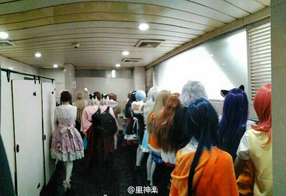 Men's washrooms at a Chinese comicon
