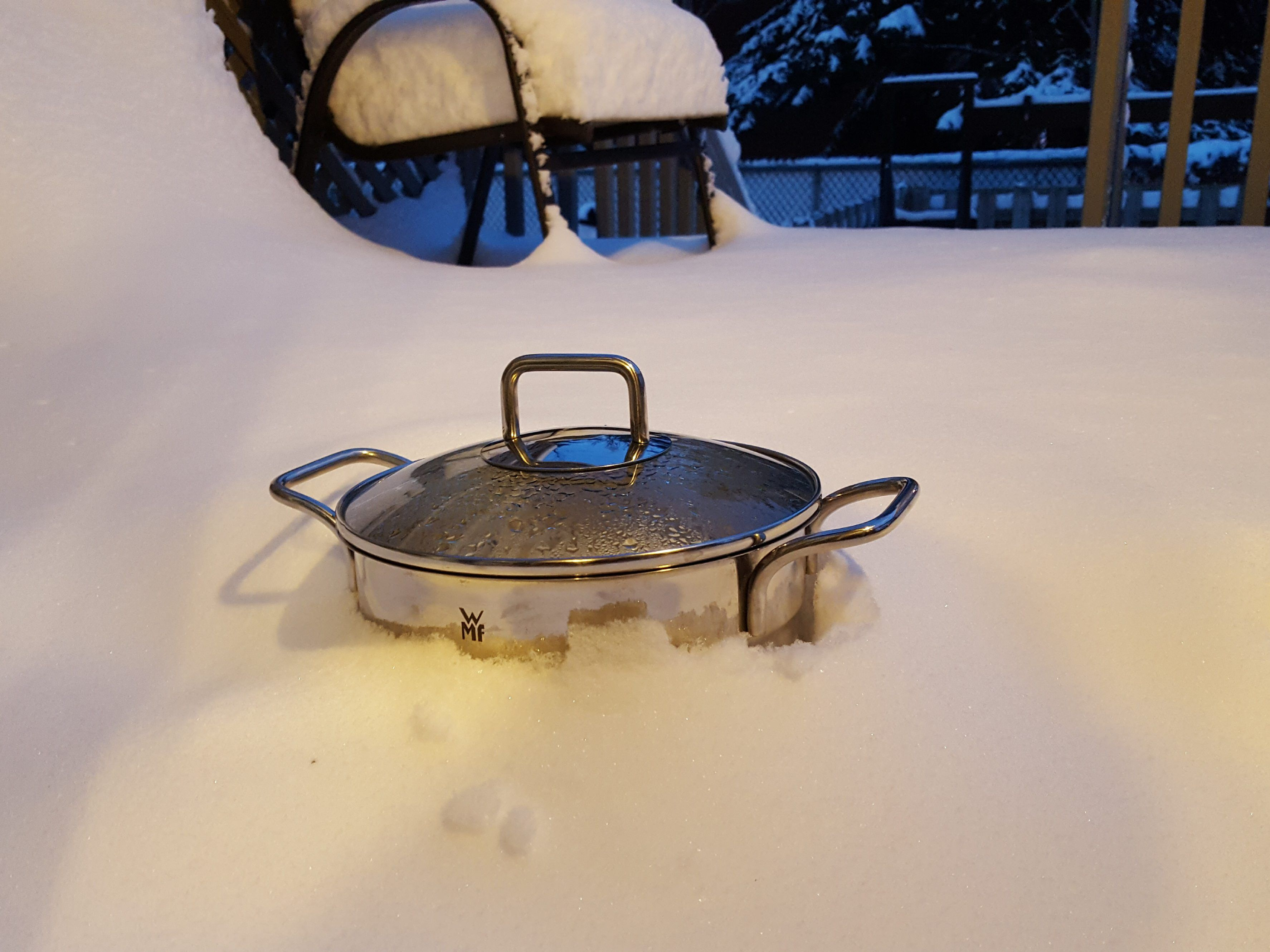 As a Canadian, this is how I cool down my food during the winter
