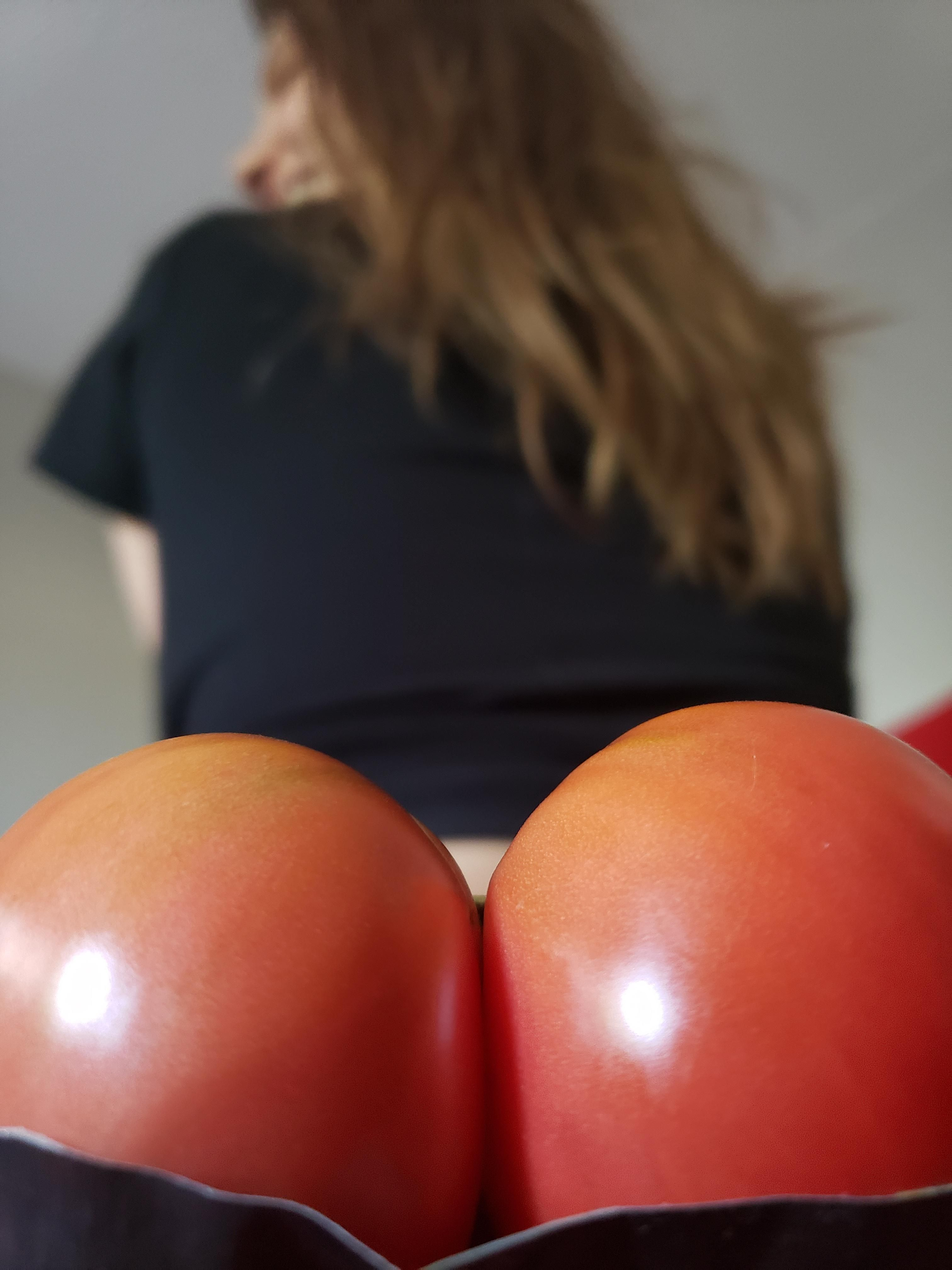 My sister was really inspired by this sexy tomato from our garden