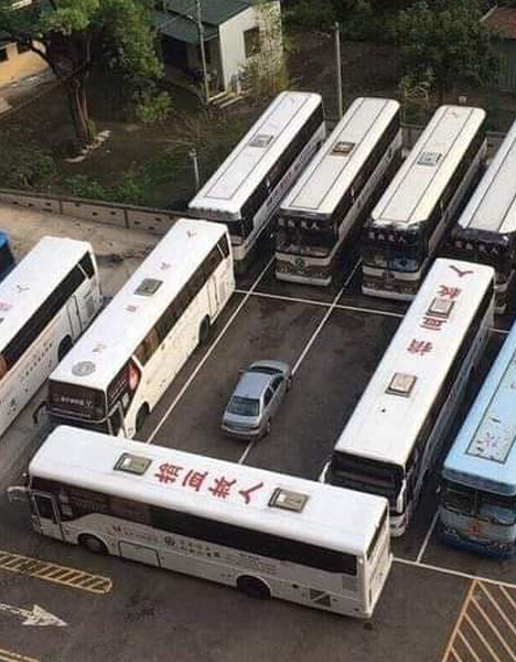 Someone parked his car in the bus area, the bus drivers punished him in such a wonderful way !