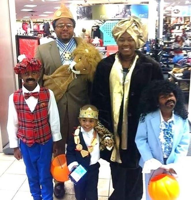 King Jaffe Joffer and the clan this Halloween.