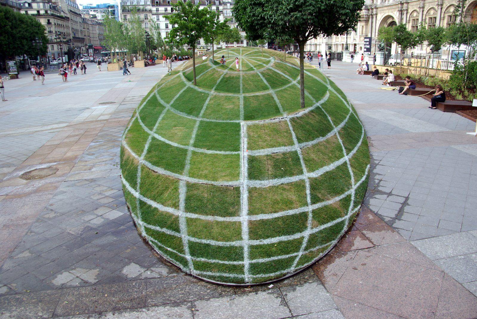 Just an optical illusion in Paris.