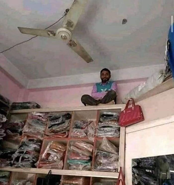 Works as a CCTV camera in a shop selling bags and purses in India