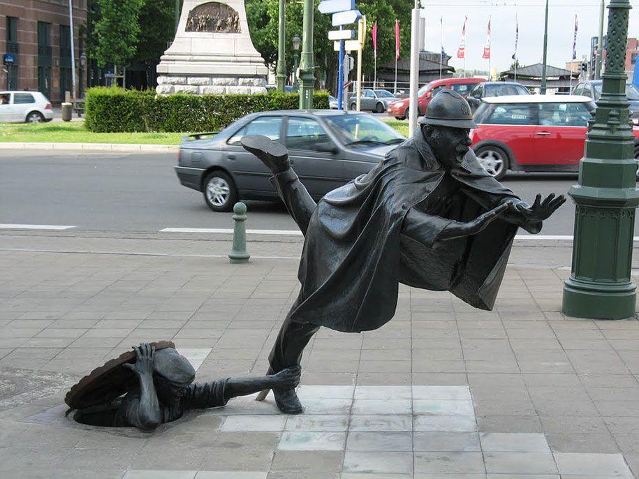 Wooooaahh statue