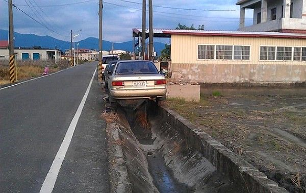 Excellent parking skills...only in Taiwan!