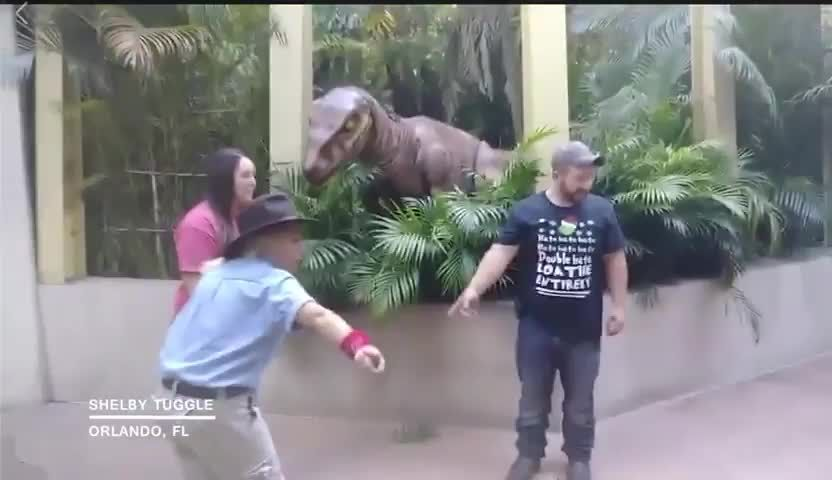 Mom trying to convince daughter that Raptor is not scary