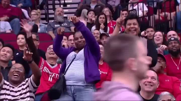 Twins dancing at the rockets game