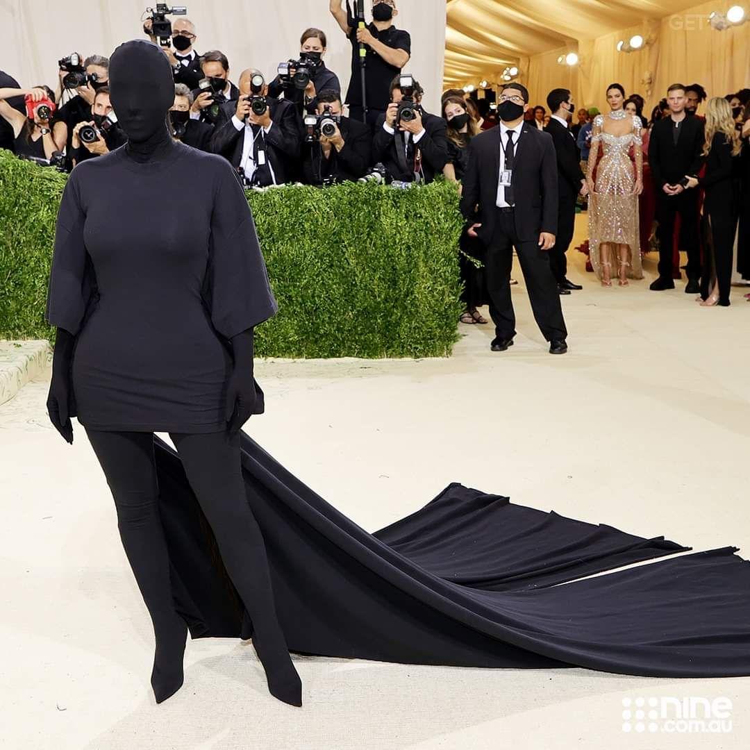 Some celebrity at metgala dressed as the sleep paralysis demon.